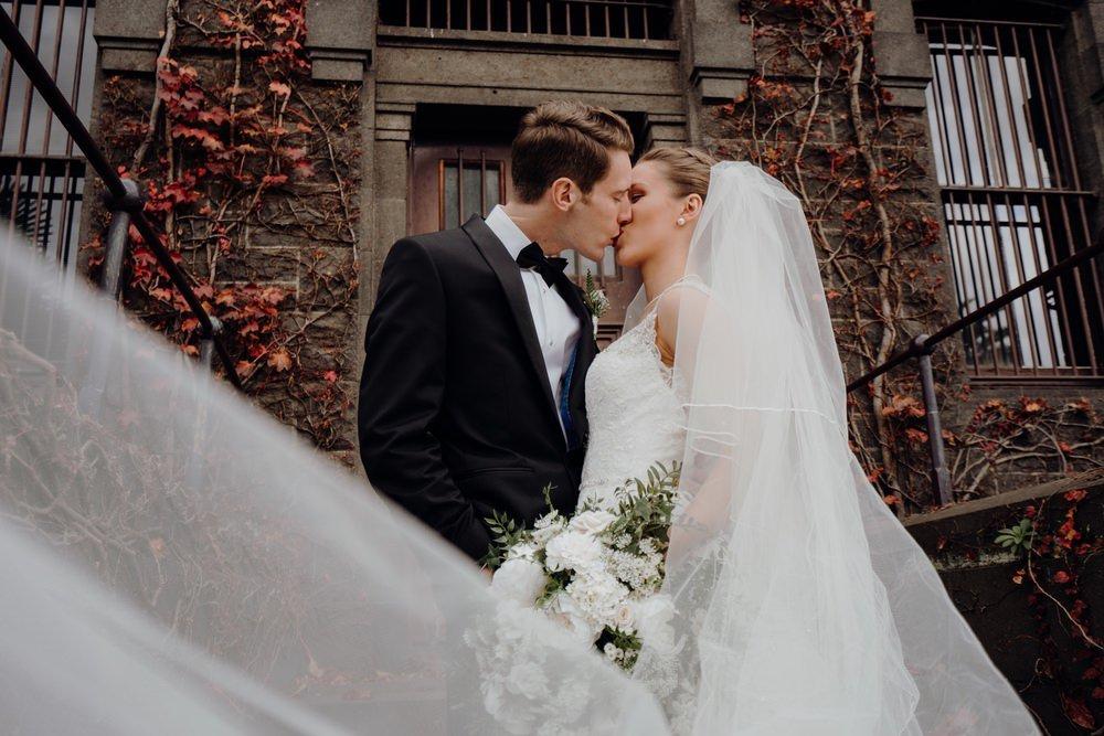 The Savoy Hotel Wedding Photos The Savoy Hotel Wedding Photographer Wedding Photography Package Melbourne 210430 022